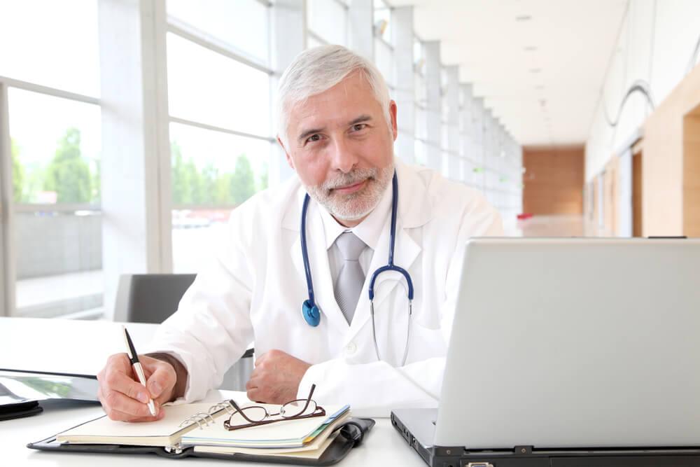 medico pensione assicurazione